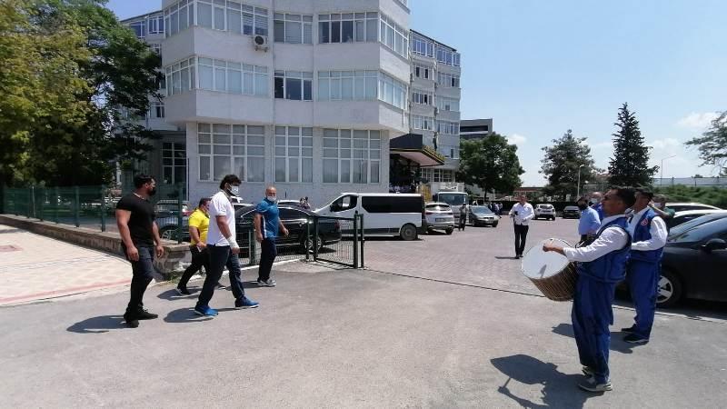 TRAKYA BİRLİK GÜREŞÇİSİ İSMAİL KOÇ'A DAVULLU ZURNALI KARŞILAMA